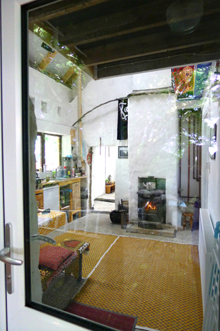 Folly Foto view into the kitchen in Polranny
