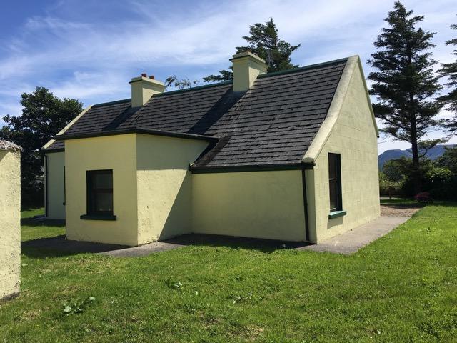 Claggan Cottage Artist Residency aan de Westkust van Ierland, achterzijde Claggan cottage