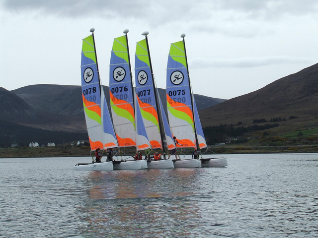 op een catamaran in West-Ierland