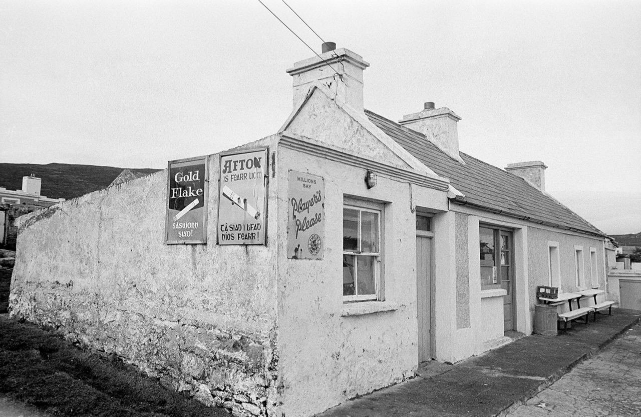 Bleanaskill Molly's shop, Achill 1974, Ireland © Con Mönnich